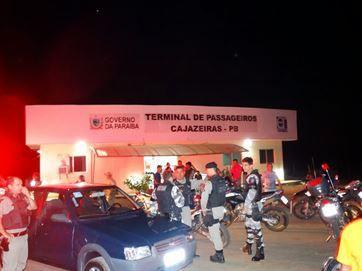 Avião assusta moradores de Cajazeiras ao fazer voos rasantes e mobiliza PM, Samu e bombeiros | Umbuzeiro Online