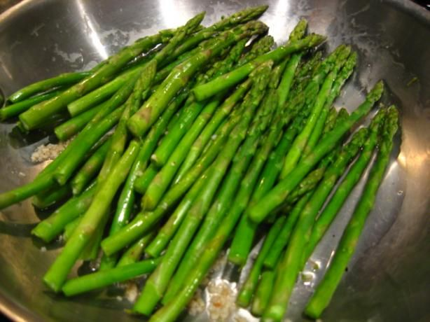 I love asparagus but only with lots of butter and garlic and seasoning...here is a diet safe alternate. Quick Sauteed Asparagus - Hcg Friendly