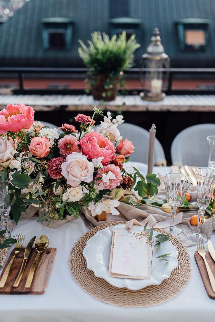 Styled wedding photoshoot, wedding cake, floral arrangement, coral, peach, quicksand rose, keira, design, inspiration, bröllop, rooftop, brass, candlestick, baroque, avantgarde, stockholm, new york city,   Floral design/Styling: worldofelitegroup.com Styling: fannystaafevents.se   Photo: poppyphotography.se Location: kungcarl.se  Cakeartist: livsandbergcakeart.se  Paperdesign: elinsartstudio.se  Model: Linda Teinmark  Assist: Nina Carlsson Props: blomsterriket.se & room.se
