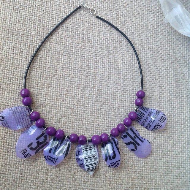 Recycled bottle necklace.  #recycled#upcycled#plasticbottle#necklace#jewelry#handmade#handmadejewelry#ecofriendly#greenfashion#plasticjewelry#bizoulanz#χειροποίητο#κολιέ#κόσμημα#πλαστικο#μώβ#χάντρες