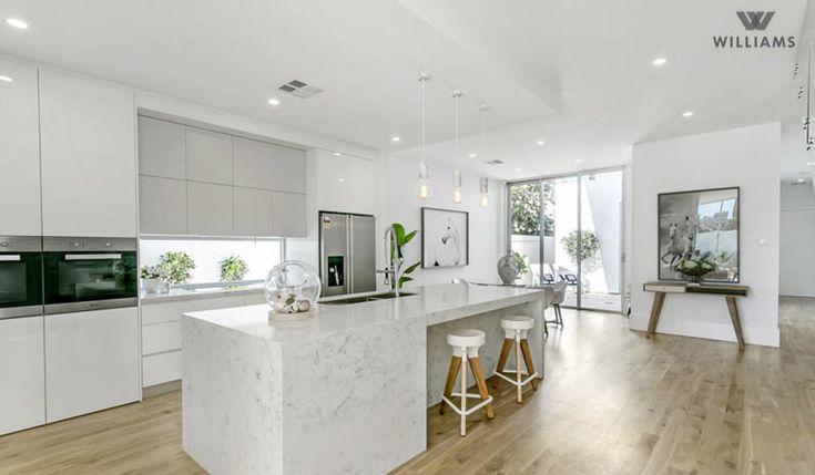 Cuisine avec un décor contemporain cuisine blanche avec îlot central et armoires blanches lustrées cuisine de rêve pinterest décor contemporain