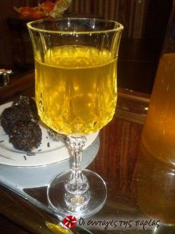 Είναι από τα πιο εύκολα και γρήγορα σπιτικά ποτά, αλλά ταυτόχρονα και τα πιο αρωματικά.