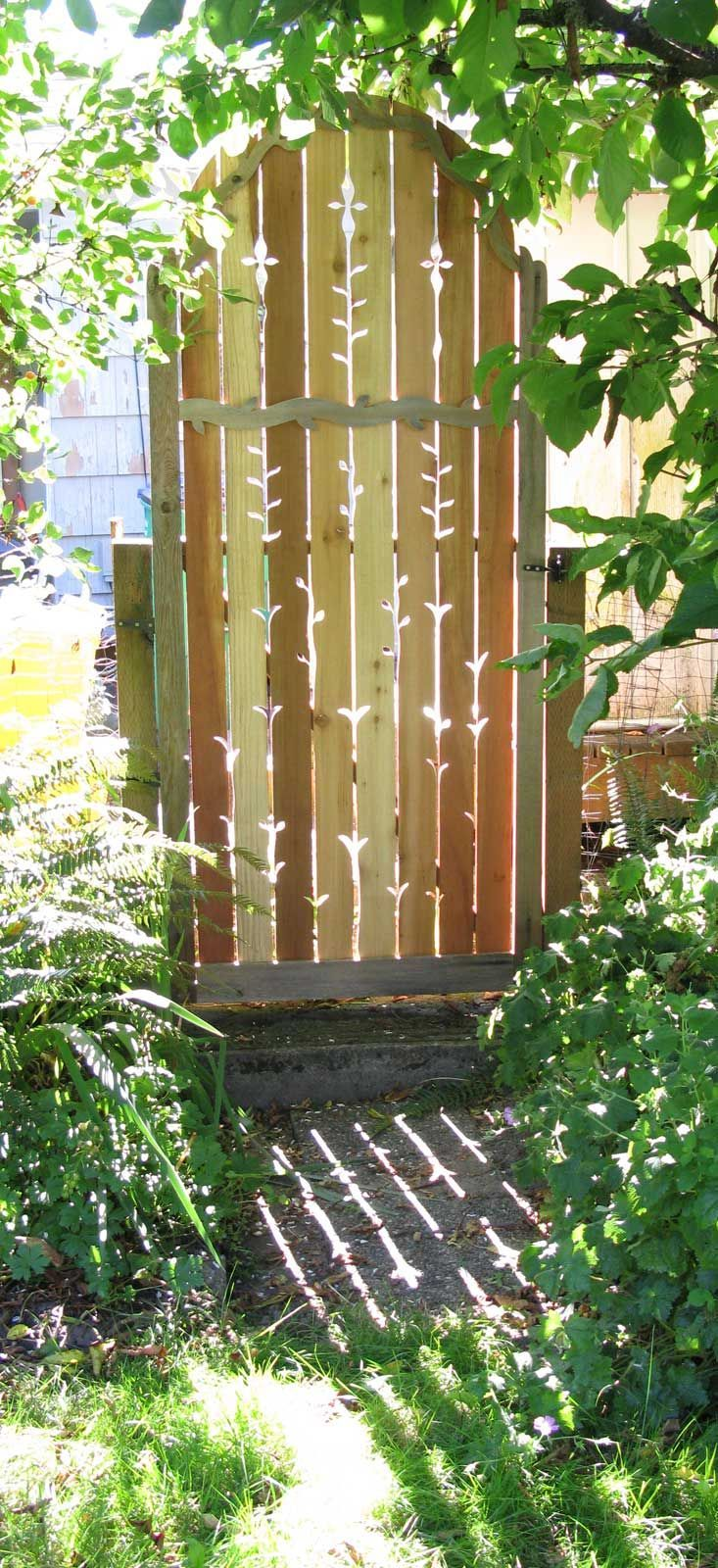 Leaf detailing on this gate need not be   expensive, but it gives the entire backyard area an extra touch of class and   artfulness. From Jane Hart Design in Portland, OR.