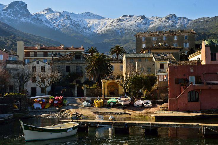 Le village d'#Erbalunga, sur la côte du #CapCorse. #Corse #France