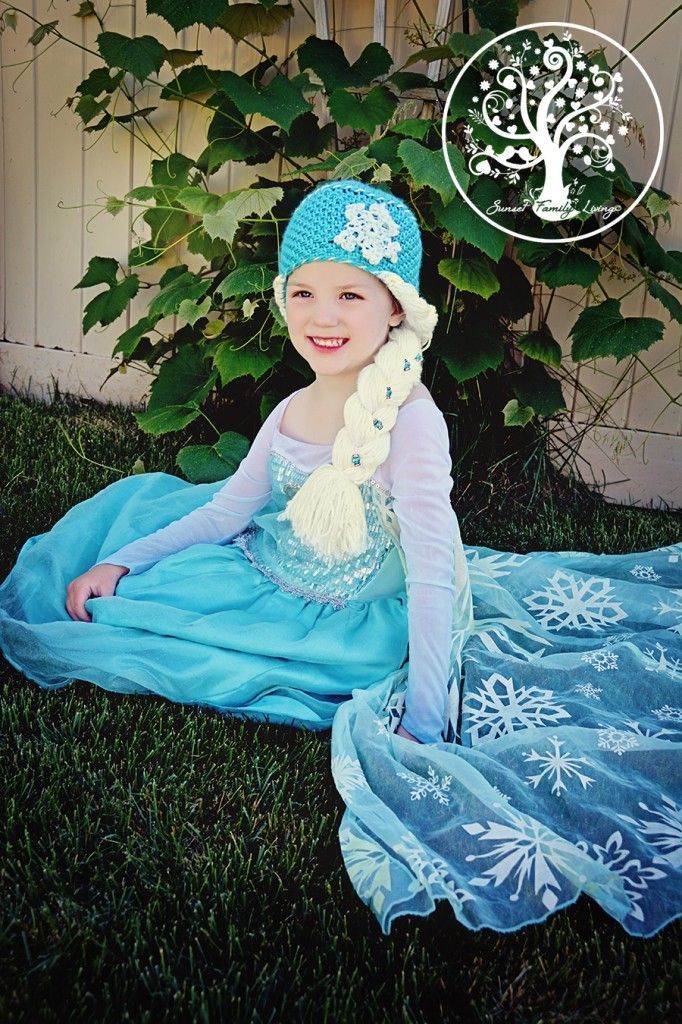 Crochet Hat Pattern For Elsa : FREE Elsas Braid Crochet Pattern Crochet-Hat/Gloves ...