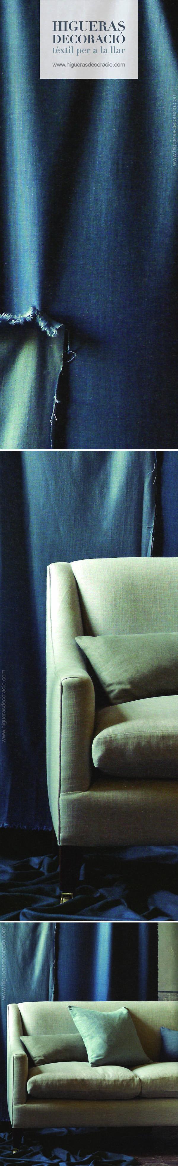 Tapicería suave y con caída. Tapicería duradera mezcla de lino y viscosa. Tapizados, textiles con un exquisita gama de azul donde los matices se dan mediante la textura. Cortina larga y opaca, cuadrantes de azules diferentes, cojín rectangular… www.higuerasdecoracio.com