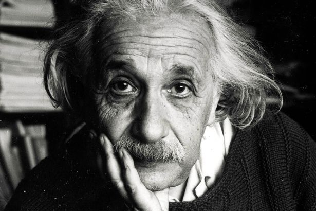 Smenou Albert Einstein sa už stretol zrejme každý. Ide onajznámejšieho vedca ateoretického fyzika, ktorý sa preslávil svojou teóriou relativity, myšlienkou kvantovania elektromagnetického poľa či vysvetlením fotoefektu. Málokto vie, ž...