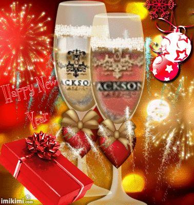 A todos vocês companheiros (as) que temos o mesmo ideal, amigos (as) que já fazem parte da minha vida, desejo que as experiências próximas de um Ano Novo lhes sejam construtivas, saudáveis e harmoniosas.  Muita paz em seu contínuo despertar.  Um feliz Ano Novo!