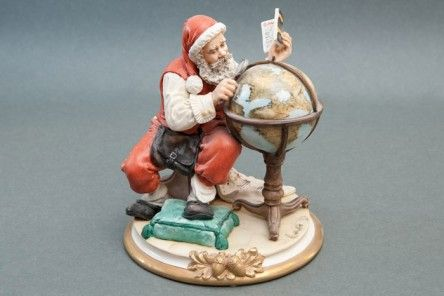 Marvelous Santa Claus in Artistic Capodimonte porcelain finely decorated with circular pedestal with Santa Claus figurine superbly and entirely carved by hand by the artist.  www.apoggi.com     Dimensions cm. 22x20