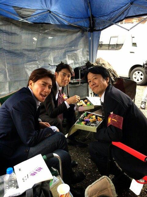 From Narimiya Hiroki's LINE : 雨待ちしながらパイセン達とランチタイム:)))  明日20時からは相棒第2話ONAIR! checkしてください!