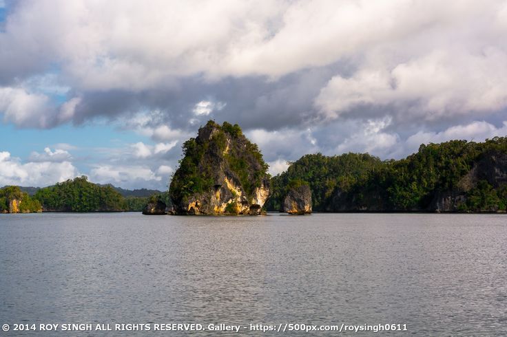 Kabui bay is located on the island of Waigeo that can be traveled only 2 hours of Waisai using fishing boats . Just like Wayag , in this bay , there are micro islands formed from mountainous rocks. #RajaAmpat #WestPapua #Indonesia #Islands #KabuiBay