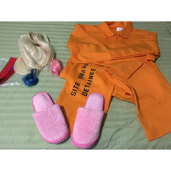 Harley Quinn Prison Costume (£52) ❤ liked on Polyvore featuring costumes, orange costume, harley quinn costume, wig costumes and harley quinn halloween costume