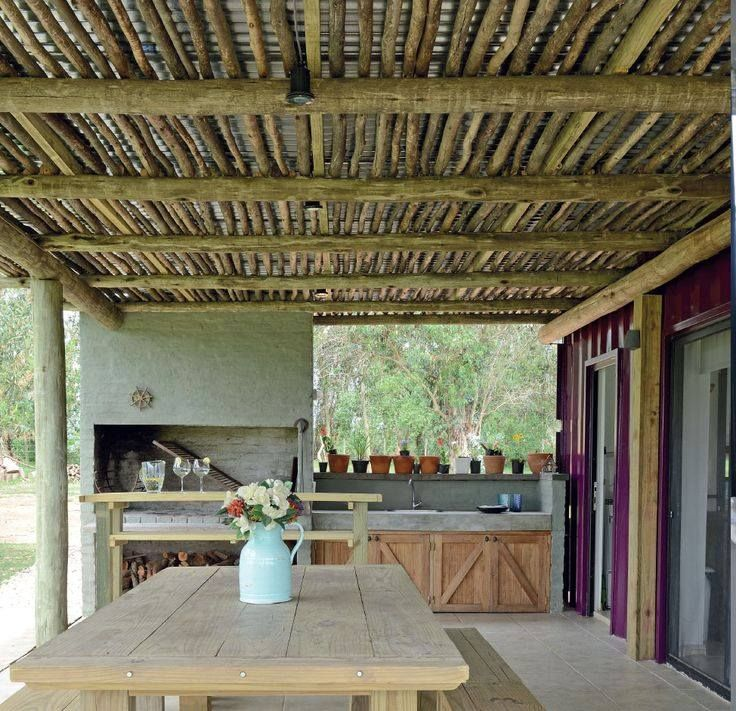 I really love this inside flowing to outside kitchen. Love the simplicity. Love the twig ceiling.Love the idea of having easy access to cooking over the fire. ❤❤❤