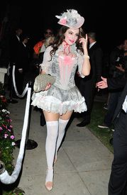 Celebrity Halloween Costumes - via MyDaily