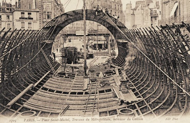 Le Métropolitain du Paris d'antan - Les travaux (énormes) du Métropolitain de la place Saint-Michel, vers 1905.