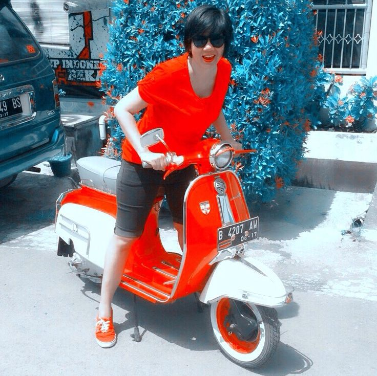 Merdeka! Happy Indonesia Indpendence Day.. #sexylips #vespa #classics #lambretta #redwhite #69th