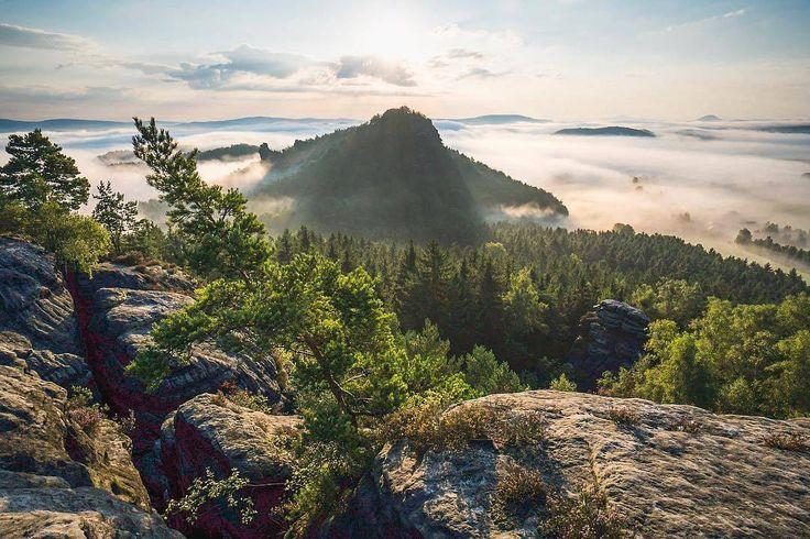 Es gibt viele gute Gründe für einen #Trip in die #Sächsische Schweiz! Was ist deiner? Poste dein Bild und tagge es @saechsischeschweiz für die Chance auf eine #Feature  Credits: @pziegerphotographie  #richtiggutegruende #saxonswitzerland #saxony #landschaft #landscapes #wandern #wanderweg #hikingtrail #hikingadventure