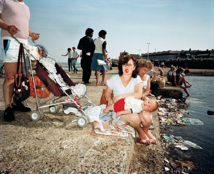 Fotograaf Martin Parr. Zijn manier van het vastleggen van de werkelijkheid is fantastisch.
