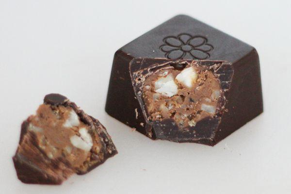 Fyldt chokolade med nougat-crunch