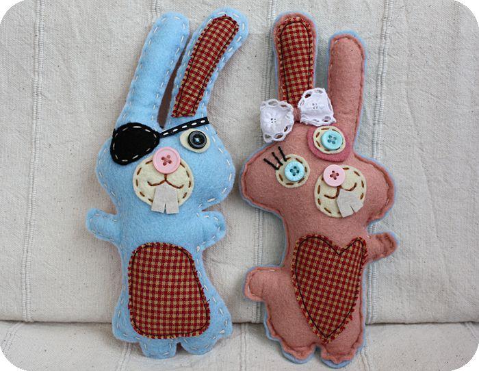 Tuto lapins en feutrine  http://www.creactivites.com/134-accessoires-decoratifs-feutrine