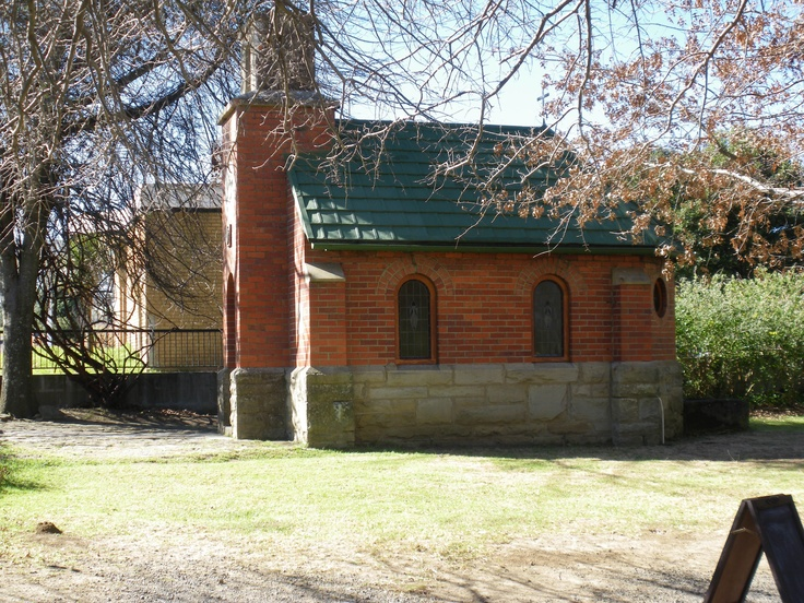 Smallest church in the world at Van Reenens Passhttp://www.n3gateway.com/the-n3-gateway-route/van-reenen-swinburne-tourism.htm