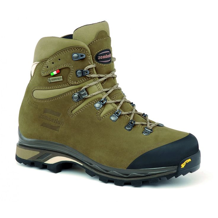 896 CORNETTO GTX RR WNS - Designed for day backpacking and multi use, with specific women's last. Nabuk leather upper. Rubber toe protection. Moisture and breathability control thanks to GORE-TEX® lining. Stable, protective and robust. Zamberlan® Vibram® Star Trek outsole. #zamberlan #cornetto #discoverthedifference #backpacking