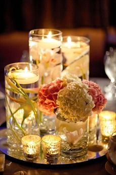 This is soooo pretty!: Floral Centerpieces, Centerpieces Ideas, Floating Candles Centerpieces, Simple Centerpieces, Candles Holders, Inexpensive Centerpieces, Center Piece, Soooo Pretty, Flower