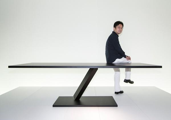 Desalto presenta Elements di Tokujin Yoshioka: collezione di tavoli e sedute ipergrafici, che con il loro sottile gioco di equilibrismi sembrano sfidare le leggi di gravità. Foto Valentina Sommariva