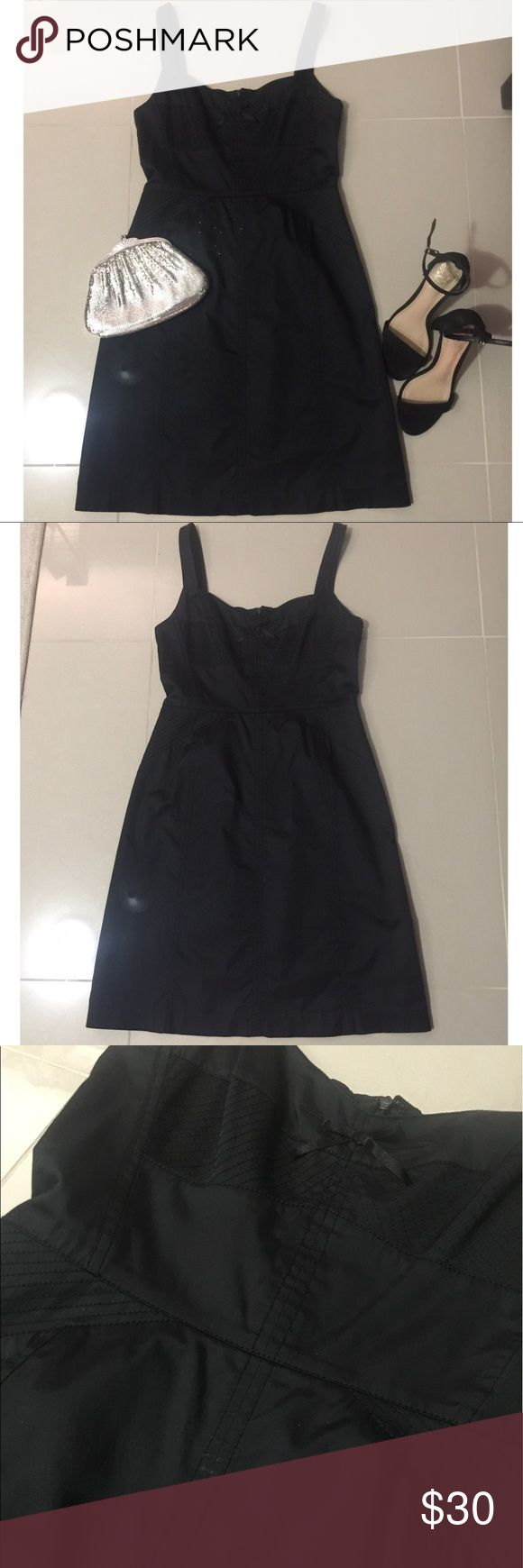 """Banana Republic cocktail dress Sexy Banana Republic cocktail dress. It's a true size 4, and worn less than 5 times. Beautiful stitching detail on front and back. Bodice is fitted so it gives you a little push-up effect. Back zip closure. I'm 5'3"""", and it the hem hits me a couple inches above the knee. Perfect for a wedding or it can be worn with a blazer for the office. 🎱🖤 Banana Republic Dresses Mini"""
