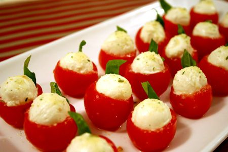 food and drink -Cherries Parties, Friends Love, Tomatoes Appetizers, Appetizers Parties Food, Food And Drinks, My Friends, Cherries Tomatoes, Fun Fingers, Stuffed Tomatoes Capr