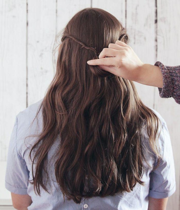 semirecogidos media melena, semirecogido en cabello ondulado largo castaño, mechas laterales unidas por detrás y torcidas, tutorial paso a paso
