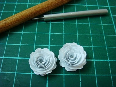 Lin Handmade Greetings Card: Paper quilled roses.....video