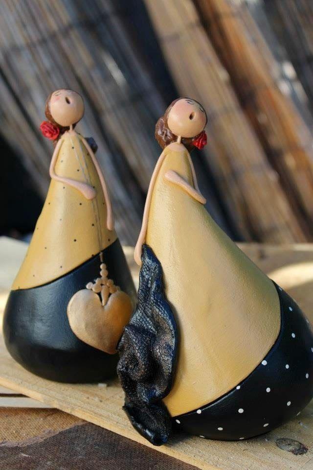 Mis queridas amigas,  Hoy os traigo una bella entrada, las calabazas pintadas a mano... toda una obra de arte.         Siempre que he ido ...