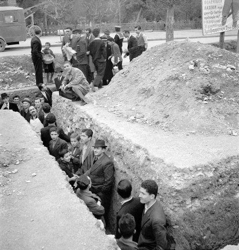 Αντιαεροπορικό όρυγμα. Αθήνα, 1940 Βούλα Θεοχάρη Παπαϊωάννου - Μουσείο Μπενάκη