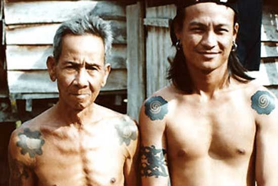The Bunga Terung is a coming of age tattoo which marks the passage of a boy into manhood, sourced from www.wrega.org #dayaks #eggplant #tattoo