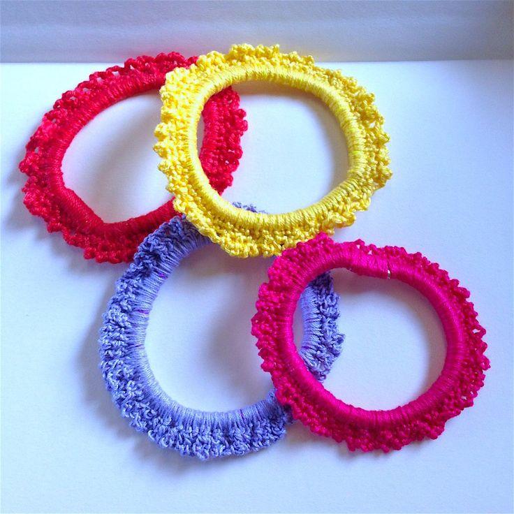 Elastici per capelli allegri e colorati, fatti a mano all'uncinetto, by La piccola bottega della Creatività, 2,50 € su misshobby.com