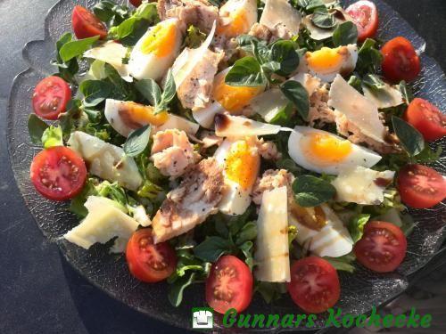 Sommersalat mit Oregano, Ei und Thunfisch - #Rezept