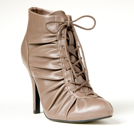 Lace up boots/heel