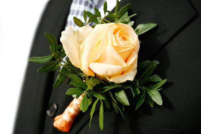 Blumen Anstecker Hochzeit Bildergalerie Mit Vielen Schonen Ideen Anstecker Hochzeit Hochzeitsanstecker Brautstrauss