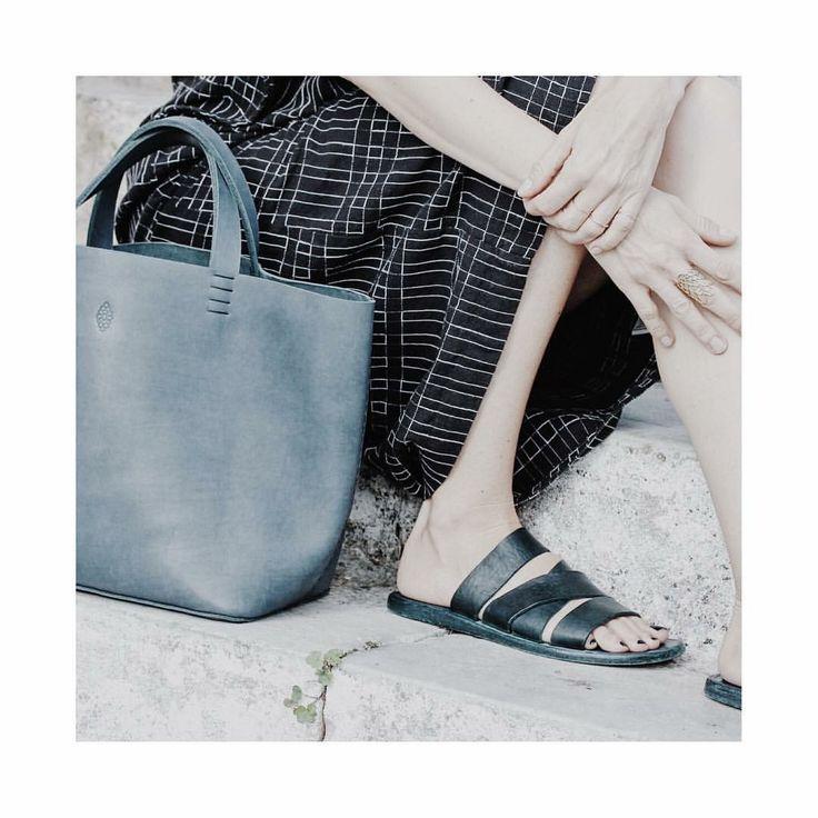 h a n d  s e w n entirely hand sewn basket bag in indigo. Every stitch is accounted for... #custom #made #bespoke #pieces #leather #leatherbags #leatherwork #fullgrain #fashion #women #womensfashion #design #designer #dutchdesign #basketbag #petitemaisonchristiane