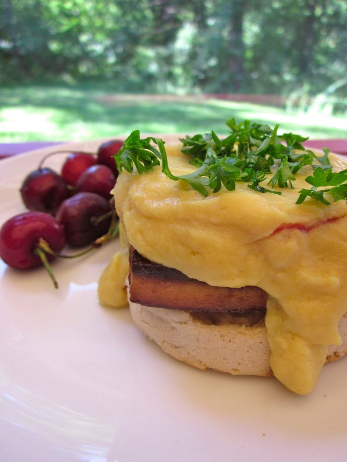 There's no reason that the bright and creamy flavors of the Benedict can't still be enjoyed with tofu instead of egg, while leaving the pigs, chickens, and cows out of it. Plus, this version is light enough that brunch can be followed up with all of the bike trails and tree-lined nature walks that Saturdays deserve.
