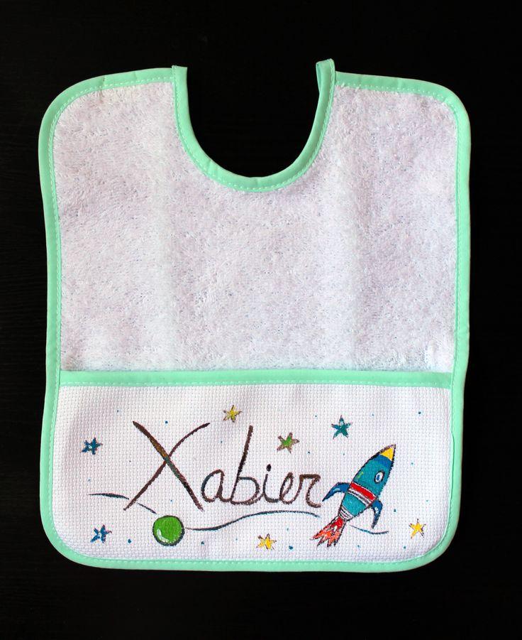 """Babero """"Espacio"""". Y descubre más productos de Lolitaluna a juego: http://www.lolitalunakids.com/es/product/zapatillas-espacio"""