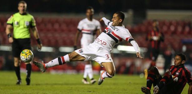 Em fim de contrato, atacante do São Paulo volta a correr no gramado