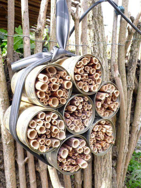 Einfaches Insektenhotel für Wildbienen
