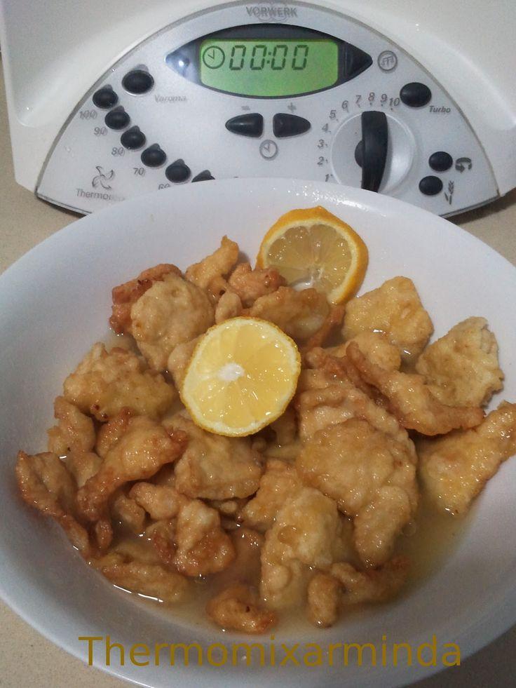 Ingredientes:    -1 pechuga de pollo cortada en dados no muy grandes  -Aceite de oliva para freir   Rebozado  -4 cucharadas rasas de pa...