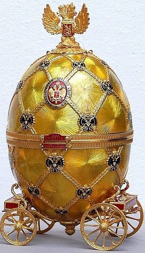 The Coronation Egg, varicoloured gold, diamonds, rock crystal, platinum, off-white velvet lining, 1897. Presented by Nicholas II to Tsarina Alexandra Fyodorovna. Svyaz' Vremyon Fund - Viktor Vekselberg Collection - Moscow. By Faberge