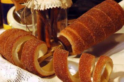 Kürtoskalács ou chimney cake da Transilvânia!  Bolo em forma de rolo, lembra a massa de pretzels, um pouco mais leve e folhada. Assado com uma camada de açúcar que fica caramelizado.