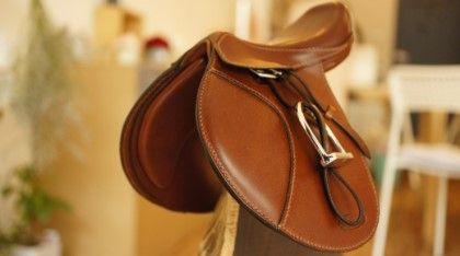 aesopica - horse saddle miniature.