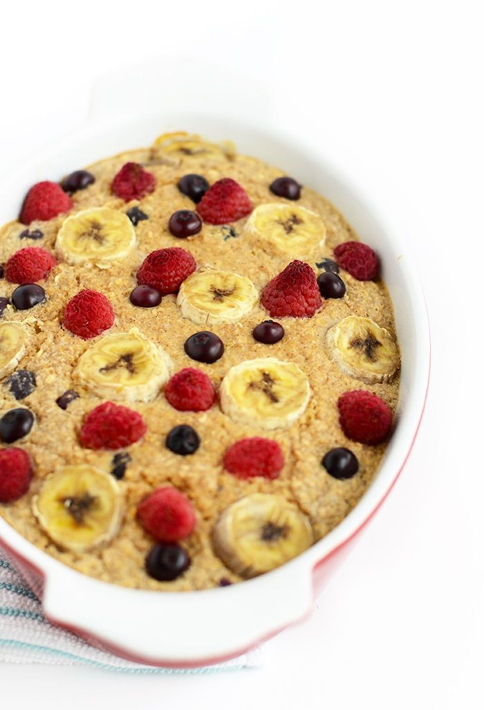 Make breakfast marvelous with this Banana Berry Baked Oatmeal. It's slow cooked in the oven, low in calories, and packed with fruit and a touch of honey!
