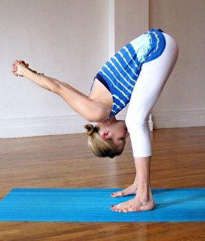 yoga oefeningen voor bovenrug en schouders